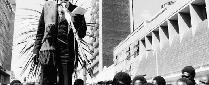 Dambudzo Marechera reading in First Street Mall, Harare, during the International Book Fair Harare in August 1983. Picture: Tessa Colvin via Humboldt University (Creative Commons/The Conversation)