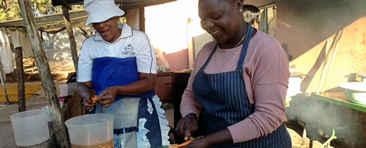 Church members volunteer at a soup kitchen to feed Wonderkop residents in Marikana on 16 May 2014. Picture: Vumani Mkhize/EWN