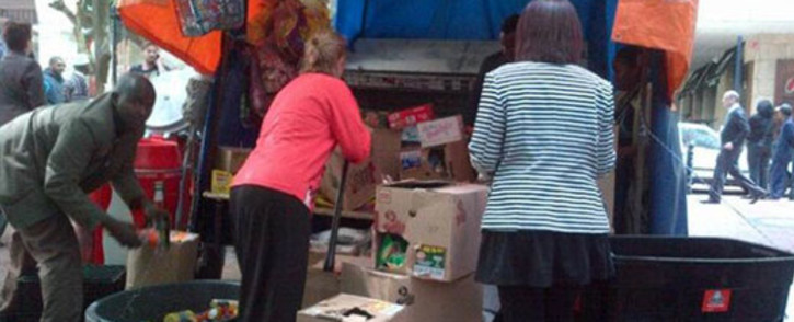 FILE: Protesters looting stalls in St George's Mall in Cape Town on 30 October 2013. Picture: Twitter