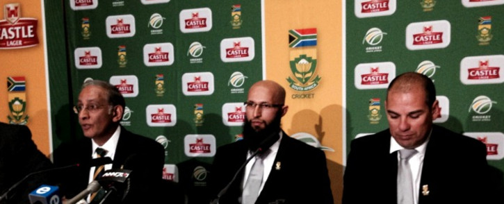 Proteas batsman Hashim Amla at the announcement of his Test captaincy, flanked by CSA head Haroon Lorgat (L) and coach Russell Domingo (R), Johannesburg, 3 June 2014. Picture: Sebabatso Mosamo/EWN.