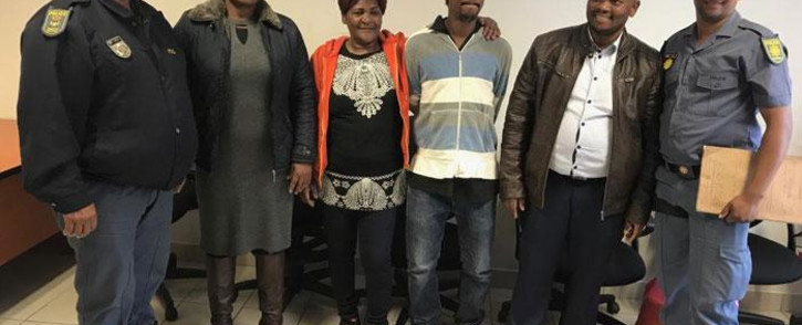 Jane Daniels and her son Denzil (centre) after the pair were reunited in eSwatini after six years. SAPS members Michael Daniels (far left) and Emile Faroe (far right), who accompanied Jane Daniels, and the eSwatini police members who looked after Denzil after he was identified are in attendance. Picture: Lauren Isaacs/EWN
