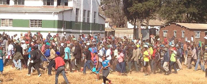 FILE: Hundreds of  Nancefield hostel residents in Klipspruit Valley in Soweto marching through the streets. Residents burnt cars and demanded Eskom to reconnect electricity in the area on 3 June 2014. Picture: Thando Kubheka/EWN.