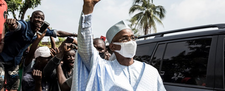 FILE: Main opposition candidate, Cellou Dalein Diallo (C) waves at his supporters as he arrives at the Union of Democratic Forces of Guinea's party headquarters, ahead of his declaration a day after the presidential elections in Conakry on 19 October 2020. Picture: AFP.