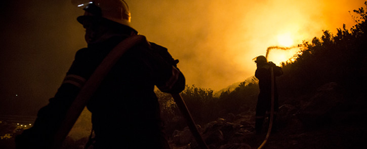 FILE: This undated file photo shows firefighters battle a blaze. Picture: Thomas Holder/EWN