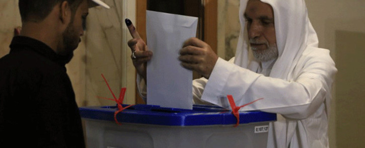 An Iraqi resident of Syria casts her vote for the Iraqi parliamentary elections at a polling station in the city of Sayyida Zeinab on the outskirts of the Syrian capital Damascus on 10 May, 2018. Picture: AFP.