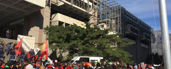 Cosatu members at the City of Cape Town offices, protesting over poor public transport. Picture: Ilze-Marie Le Roux/EWN.