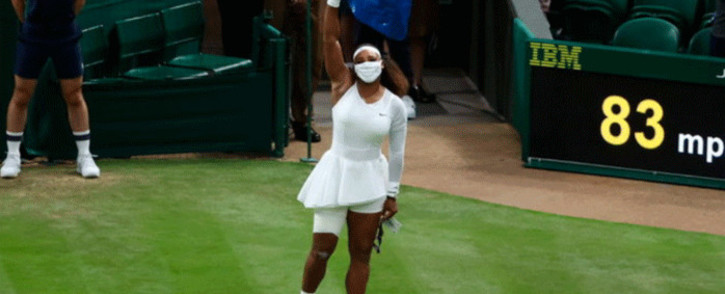Sererna Williams was leading 3-1 in the first set of her first round match against Aliaksandra Sasnovich of Belarus when she slipped and injured her right leg on 28 June 2021. Picture: @Wimbledon/Twitter.