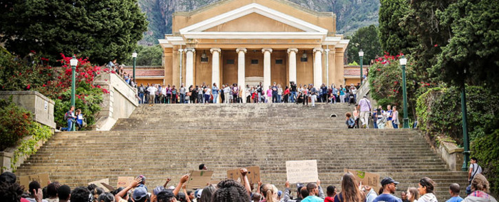 UCT upper campus is a main gathering spot for Fees2017 protesters to discuss their grievances. Picture: Anthony Molyneaux/EWN