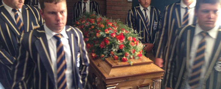 School learners carrying Pierre Korkie's coffin ahead of his memorial in Bloemfontein on 12 December 2014. Picture: Vumani Mkhize/EWN.