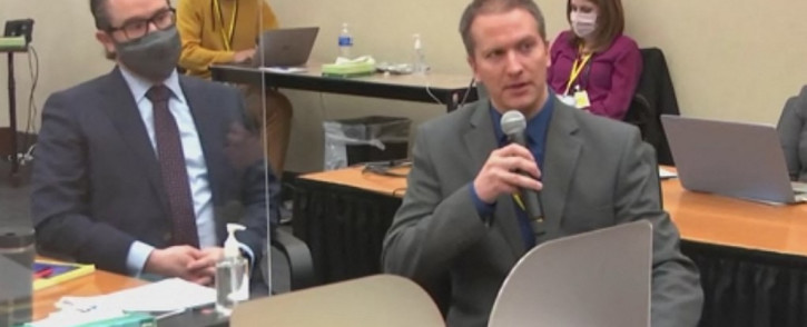 This screenshot obtained from video feed via Court TV on April 15, 2021, shows former Minneapolis police officer Derek Chauvin(R), who is accused of killing George Floyd,