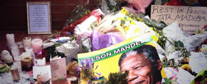 Tributes continue to pour at Nelson Mandela's former house in Soweto. Picture: Govan Whittles/EWN.