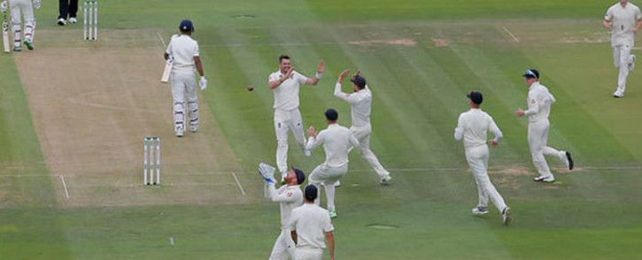 Jimmy Anderson celebrates with teammates. Picture: Twitter.