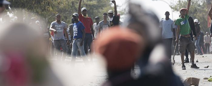 FILE: Rabie Ridge residents throw stones at police and journalists in the area during a protest. Picture: Sethembiso Zulu/EWN