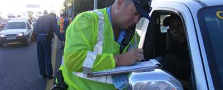 FILE: A traffic officer issues a fine during a blitz on Cape Town's N2 highway. Picture: Regan Thaw/EWN.
