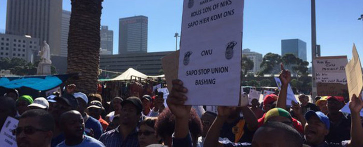 """FILE: CWU workers during a strike. Workers are demanding a 10 percent increase and that the SAPO stop the """"casualisation"""" of workers. Picture: Xolani Koyana/EWN."""