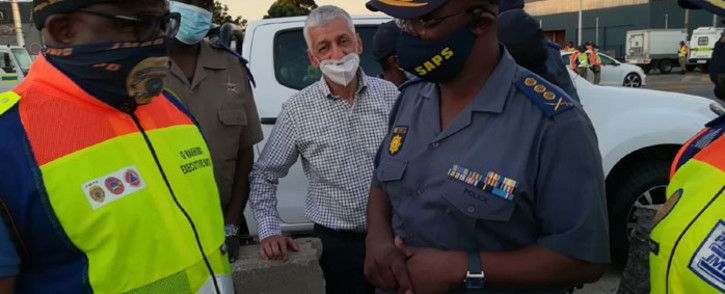 Gauteng Police Commissioner Lieutenant-General Elias Mawela (right) and Johannesburg Mayor Geoffrey Makhubo (left) at a roadblock during Operation Okae Molao on 24 December 2020. Picture: @SAPoliceService/Twitter
