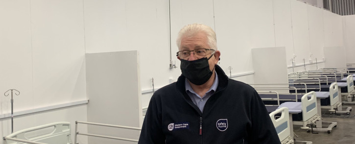 Western Cape Premier Alan Winde stands in one of the wards at the CTICC Covid-19 field hospital. Picture: EWN