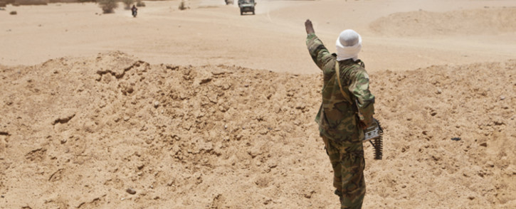 A soldier monitors Kidal, northern Mali, after the government of Mali and Tuareg rebels signed a ceasefire agreement in 2013. Picture: United Nations Photo.