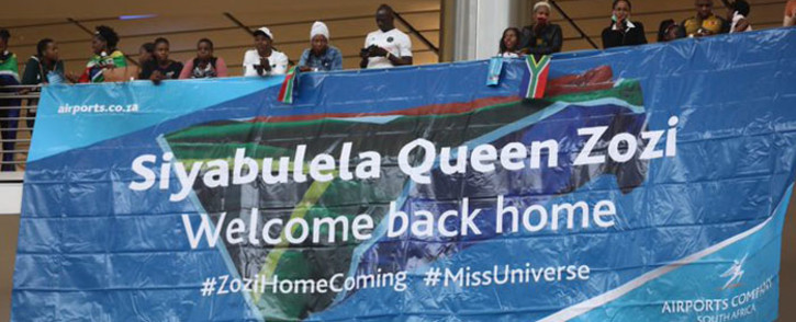 South Africans waiting to welcome Miss Universe Zozibini Tunzi at the OR Tambo International Airport. Picture: Kayleen Morgan/EWN