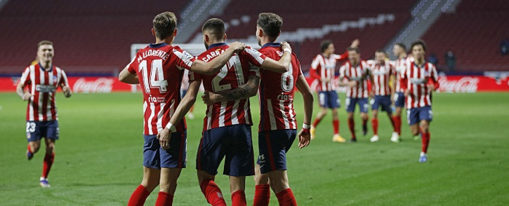 Atletico Madrid's players celebrate at the end of the Spanish League football match between Club Atletico de Madrid and FC Barcelona at the Wanda Metropolitano stadium in Madrid on 21 November 2020. Picture: @atletienglish/Twitter