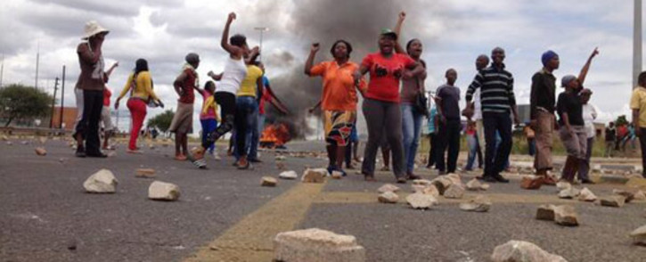 FILE: Protesters in Hebron blocked major roads with rocks and burned tyres during service delivery protests on 7 February 2014. Picture: Barry Bateman/EWN.