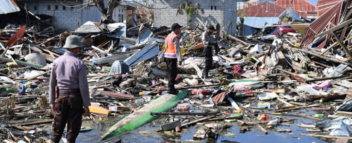 Indonesian K9 police unit searches for victims in Palu, in Indonesia's Central Sulawesi on 5 October 2018, following the 28 September earthquake and tsunami. Picture: AFP.