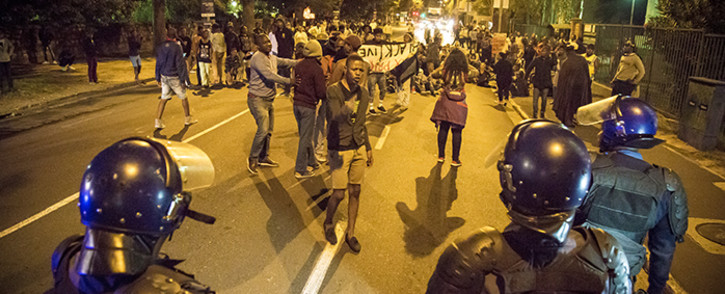 Protesting #RhodesMustFall students blocked Rondebosch Main Road in Cape Town before being dispersed by police. Picture: Thomas Holder/EWN