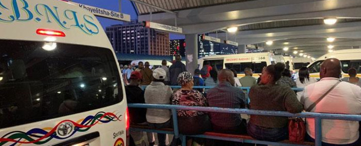 Commuters wait for taxis on the station deck in Cape Town on 15 October 2019. Picture: Kaylynn Palm/EWN