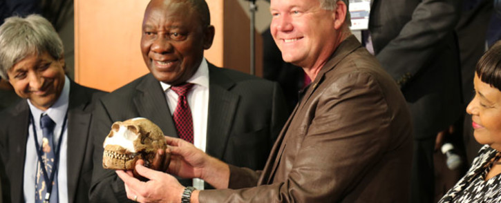 Paleoanthropologist Professor Lee Berger and Deputy President Cyril Ramaphosa  hold a replica of one of the Homo naledi fossils at the Cradle of Humankind, 10 September 2015. Picture: Christa Eyber/EWN.