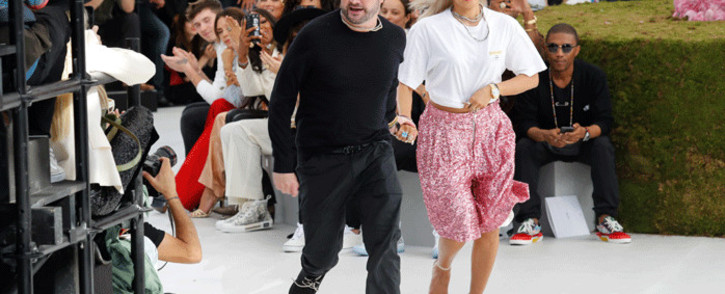 FILE: British fashion designer Kim Jones (L), acknowledges the audience at the end of the Dior show during the Men's Spring/Summer 2019 fashion show on 23 June 2018 in Paris. Picture: AFP