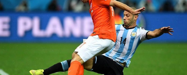 FILE: Argentina's Javier Mascherano puts in a trademark challenge to dispossess Holland's Arjen Robben. Picture: Official FIFA World Cup Facebook Page.