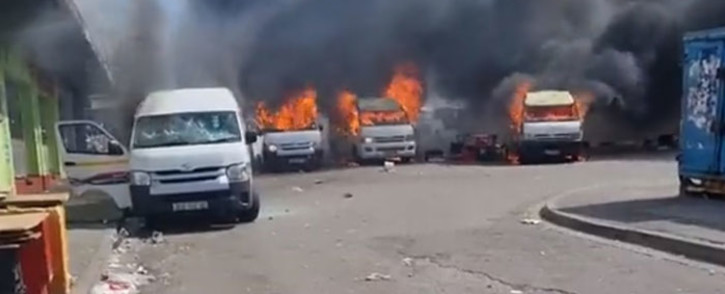 A screengrab of taxis burning during violence in Korsten, Gqeberha on 13 October 2021.