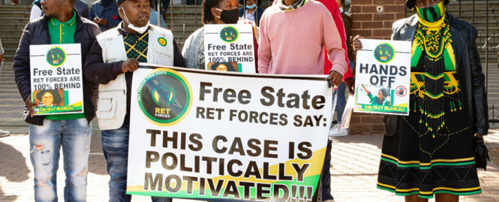 ANC supporters of former Mangaung mayor, Olly Mlamleli, gather outside the Bloemfontein Magistrates Court on 2 September 2020 where the former mayor is expected to appear on corruption charges related to a mult-million rand Free State asbestos removal project. Picture: Xanderleigh Dookey/EWN