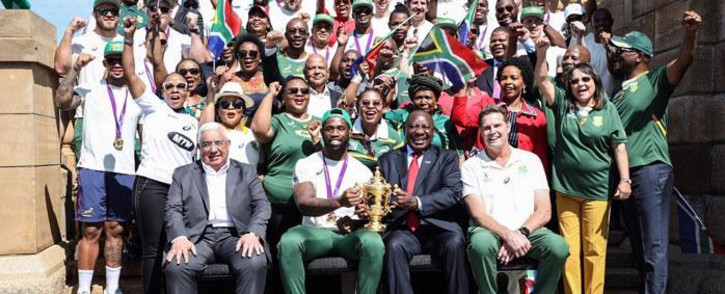 The Springboks and Cabinet ministers pose for a photograph at the Union Buildings in Pretoria on 7 November 2019. Picture: Abigail Javier/EWN