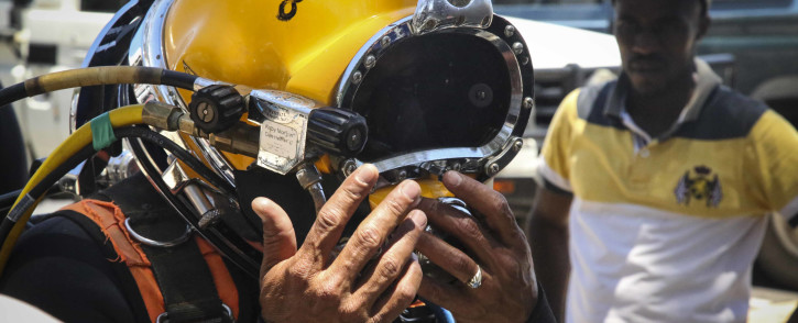 An apprentice diver learns the ropes during a training session with Jack's Diving Chest in Gordon's Bay on 8 December 2017. Picture: Cindy Archillies/EWN