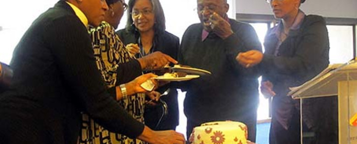 Archbishop Desmond Tutu and his wife, Leah, cut their anniversary cake and celebrate 57 years of marriage. Picture:Chanel September/EWN.