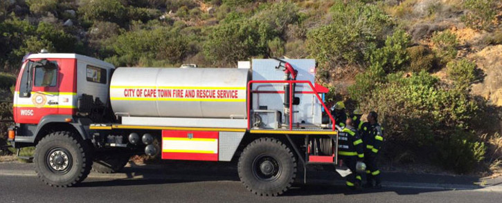 FILE: Firefighters are currently trying to extinguish the vegetation fire which broke out on Sunday. Picture: Natalie Malgas/EWN