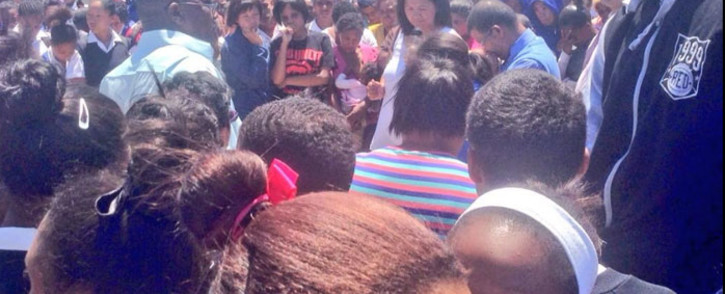 FILE: Uitsig community members gathered at spot where Grade 11 pupil was murdered on 10 November 2014. Picture: Giovanna Gerbi/EWN.