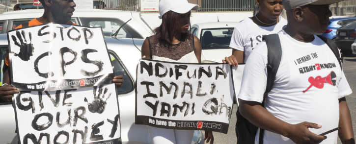 FILE: Right2Know campaigners picket outside of a Sassa pay point in Khayelitsha. Picture: Cindy Archillies/EWN