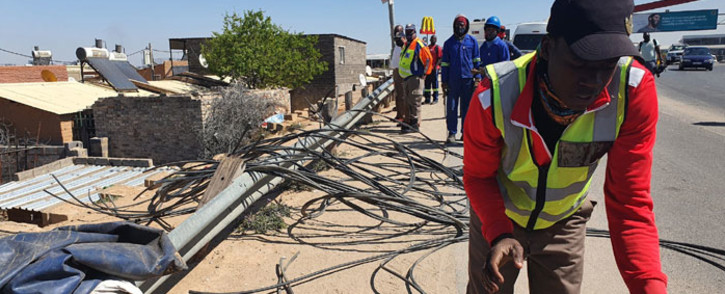 City Power workers remove illegal power lines in River Park and London Road in Alexandra on 21 September 2021. Picture: @CityPowerJhb/Twitter