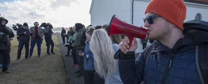 A protestor speaks as Iceland's ex-prime minister Sigmundur David Gunnlaugsson handed in his resignation to Iceland's President Olafur Ragnar Grimsson in Reykjavik, on 7 April, 2016. Picture: AFP.