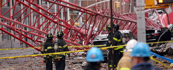 Emergency workers converge at the scene of a collapsed crane in a roadway in lower Manhattan Friday morning on 5 February 2016 in New York City. Picture: Spencer Platt/Getty Images/AFP.