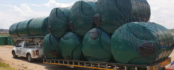FILE: Water tanks delivered to QwaQwa residents in the Free State to mitigate chronic water shortages in the area. Picture: @DWS_RSA/Twitter