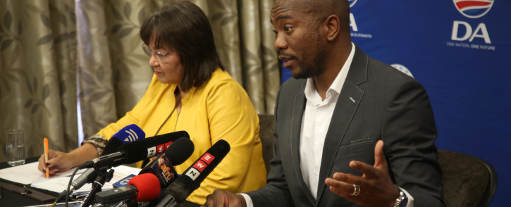 DA Leader Mmusi Maimane (right) and Cape Town Mayor Patricia de Lille (left) addresses the media on 5 August 2018. Picture: Bertram Malgas/EWN