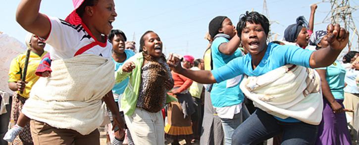 Marikana women support their mineworker husbands by protesting. Picture: Taurai Maduna/EWN