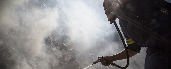 FILE: A firefighter puts out a fire. Picture: Thomas Holder/EWN