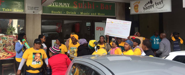 People from the Barcelona, Kanana and Europe informal settlements in Nyanga are protesting outside the ANC Western Cape's Thibault Square office. Picture: Xolani Koyana/EWN
