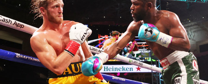 Floyd Mayweather (R) exchanges blows with Logan Paul during their contracted exhibition boxing match at Hard Rock Stadium on 6 June 2021 in Miami Gardens, Florida. Picture: Cliff Hawkins/Getty Images/AFP
