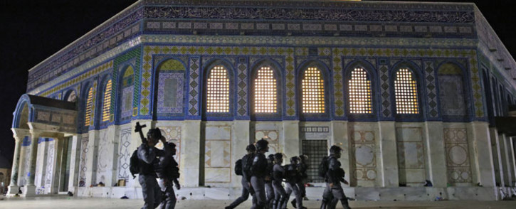 Israeli security forces deploy next to the Dome of the Rock mosque amid clashes with Palestinian protesters at the al-Aqsa mosque compound in Jerusalem, on 7 May 2021. Picture: Ahmad Gharabli/AFP