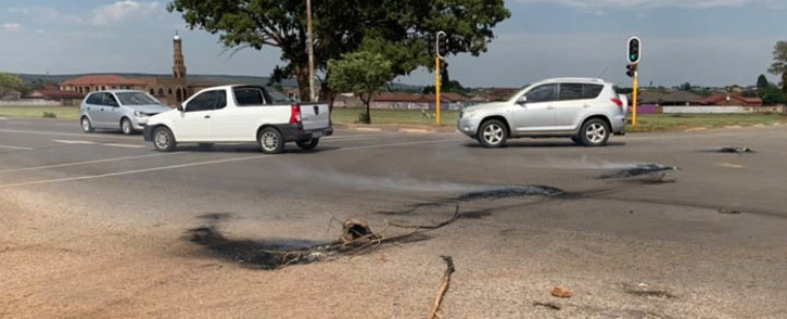 Hundreds of residents from the Thembelihle informal settlement in Lenasia took to the streets on 26 January in protest against service delivery threatening not to register to vote until their ward councillor steps down. Picture: Faizel Patel/EWN.
